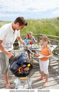 stock-photo-family-on-vacation-having-barbecue-95044429[1]